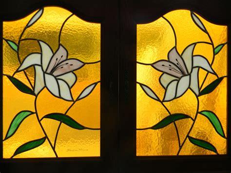 colonne four cuisine vitrail lys portes de meubles de cuisine vitraux d