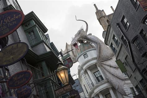 harry potter diagon alley images from the new theme park attraction collider