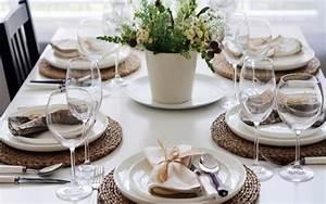 Come apparecchiare la tavola per una cena tra amici, tante idee originali per stupirli
