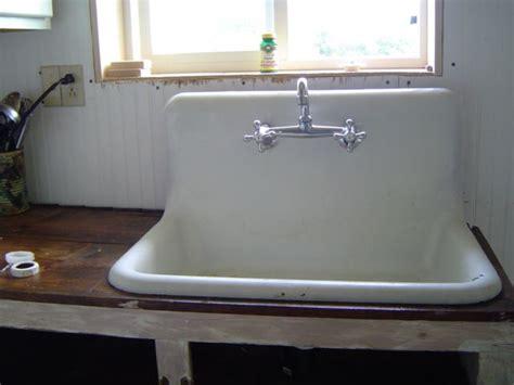 vintage kitchen sink 1000 images about kitchen sinks on sinks 3223