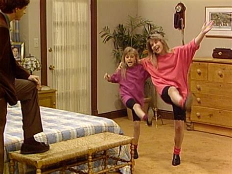 9 Super 90s Dj Tanner Outfits From Full House That