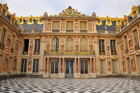 file cour de marbre du château de versailles october 5
