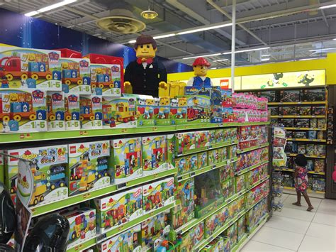 si鑒e auto toys r us voilà en images comment carrefour veut relancer ses hypermarchés
