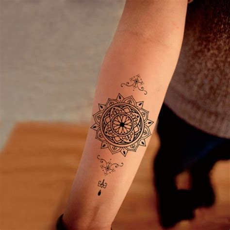 coole männer tattoos am unterarm frau kleine motive f r frauen