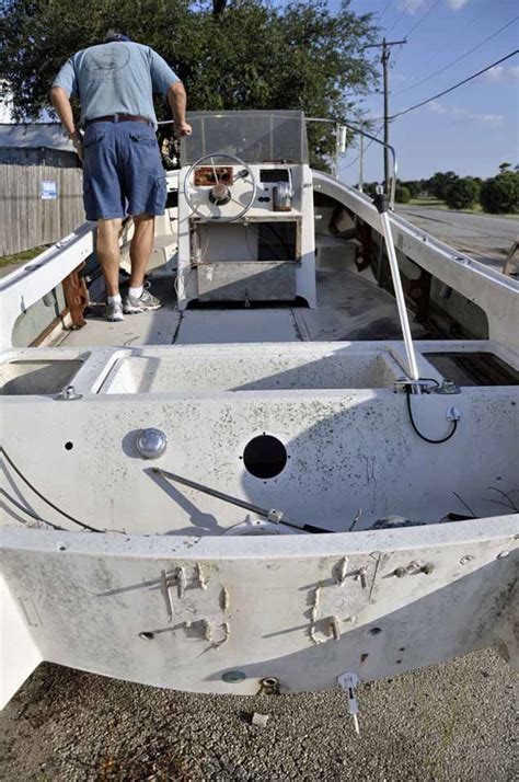 Boat Fuel Tank Inspection Port by Whalercentral Boston Whaler Boat Information And Photos