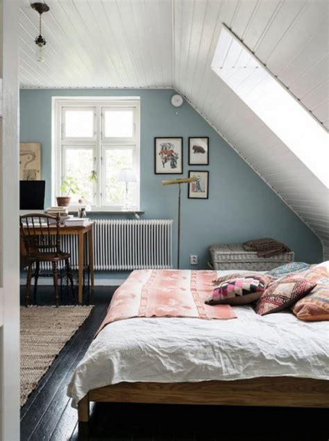 kleines schlafzimmer gestalten kleines schlafzimmer mit dachschr 228 ge gestalten
