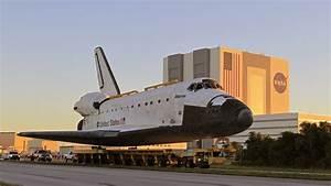 India celebrates successful space shuttle launch