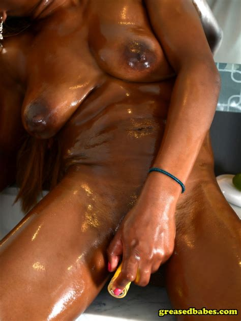 Oiled Up Ebony Amateur Fucks Her Ass With Dildo Shesfreaky
