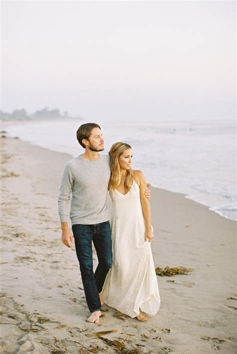 Best 25+ Casual engagement outfit ideas on Pinterest   Couple photography Casual couple photos ...