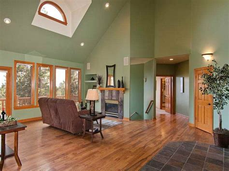 decorating ideas for vaultedceilings vaulted ceiling