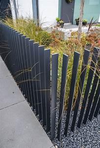 Terrasse Zaun Metall : zaun im vorgarten gestalten modern metall latten grau kies graeser deko zaun pinterest ~ Sanjose-hotels-ca.com Haus und Dekorationen