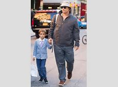 USA Matthew McConaughey shows off his weight gain for