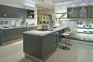 revgercom cuisine blanche et grise couleur mur idee With idee deco cuisine avec facade cuisine gris anthracite
