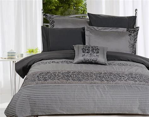 contemporary bedding will give your bedroom editeestrela design - Modern Comforter Set