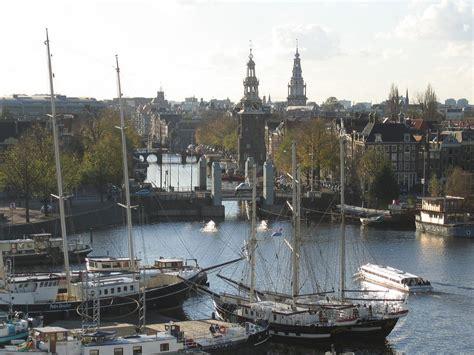 dans le port d amsterdam tab anciens navires zeemacht navale le port d amsterdam et le voilier askoy ii in memoriam
