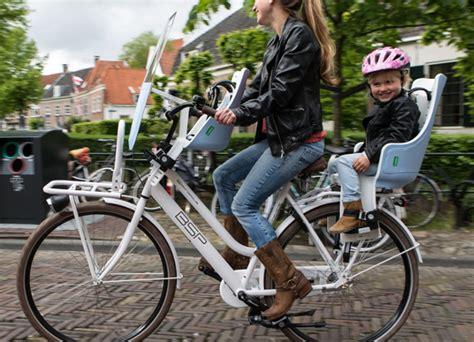 velo femme avec siege bebe conseils et solutions pour emmener un enfant à vélo