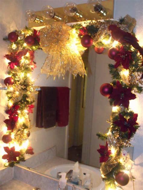 cheerful christmas themed bathroom decor ideas