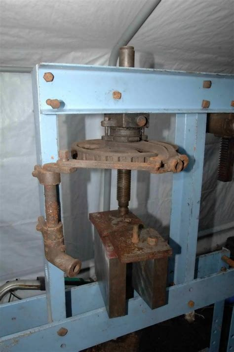 post screw press pic