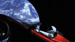 Voiture Tesla Dans L Espace : une tesla dans l 39 espace currus automobile ~ Medecine-chirurgie-esthetiques.com Avis de Voitures