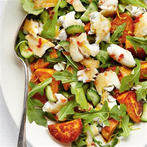 cuisine nicoise recettes salade de poisson et de patate douce au basilic ricardo
