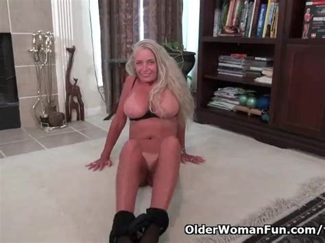 American Milf Kyle Loves Fingering Her Mature Pussy Free