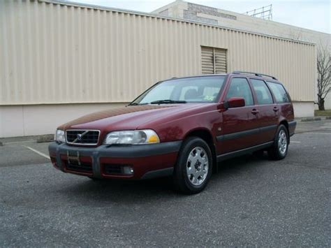 buy   volvo  xc awd wagon  door