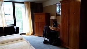 Fernseher über Bett : schreibtisch und schrank mit integriertem fernseher bild von the ascot hotel k ln k ln ~ Sanjose-hotels-ca.com Haus und Dekorationen