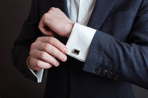 The perfect cufflinks to compliment your suit hite