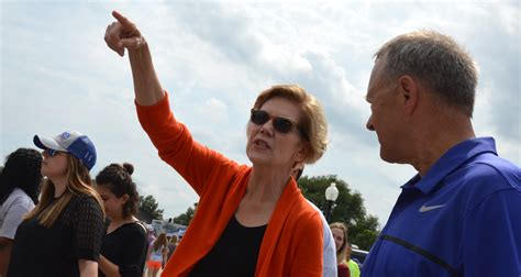 poll elizabeth warren jumps   big lead   iowa