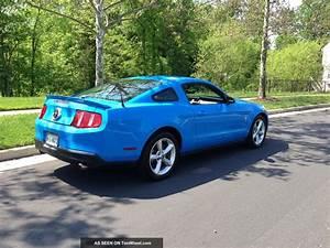 2010 Ford Mustang V6 Premium W / Pony Package - Grabber Blue