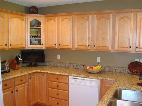 kitchen wall colors with oak cabinets 37 best images about granite countertops with oak cabinets 9622