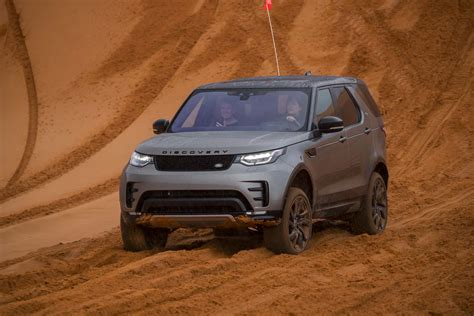 land rover off road 2017 land rover discovery off road 38 motor trend