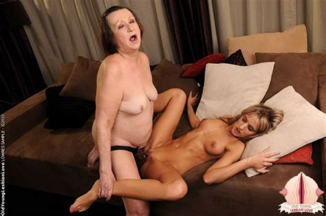 Mom Teaches Daughter Lesbian