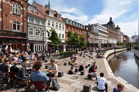 Publicado 16:58 14 abril 202116:58 14 abril 2021. Diagonales | Observando Aarhus, Dinamarca