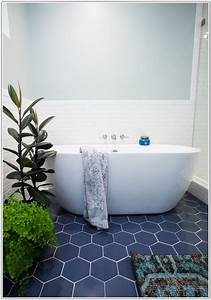 Bathroom tiles blue and white for Bathroom tiles blue and white