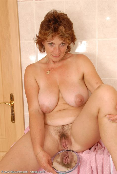 Misti Big Boobed Mommy Shows Her Hairy Hole
