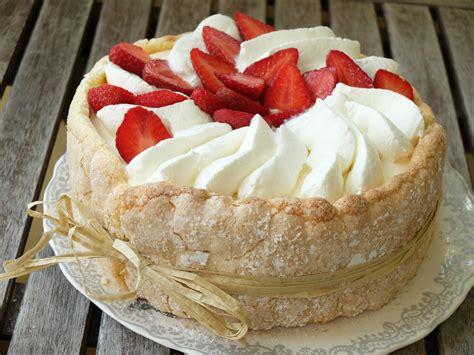 dessert gourmand et leger aux fraises et sa bavaroise de fromage blanc tea time gourmand