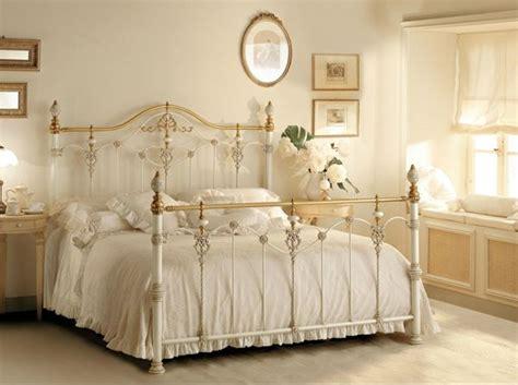 romantico dormitorio matrimonial  cama de hierro