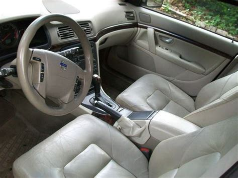 find  volvo   sedan   miles leather