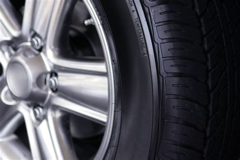 4 Signs That Your Tire Rim Is Bent