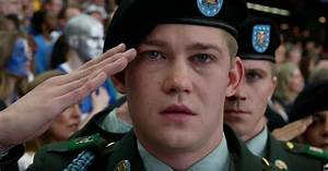 Billy Lynn's Long Halftime Walk Review: Not the Future ...