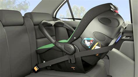 installer un siege auto comment bien fixer un siège auto bébé bloggrossesse com