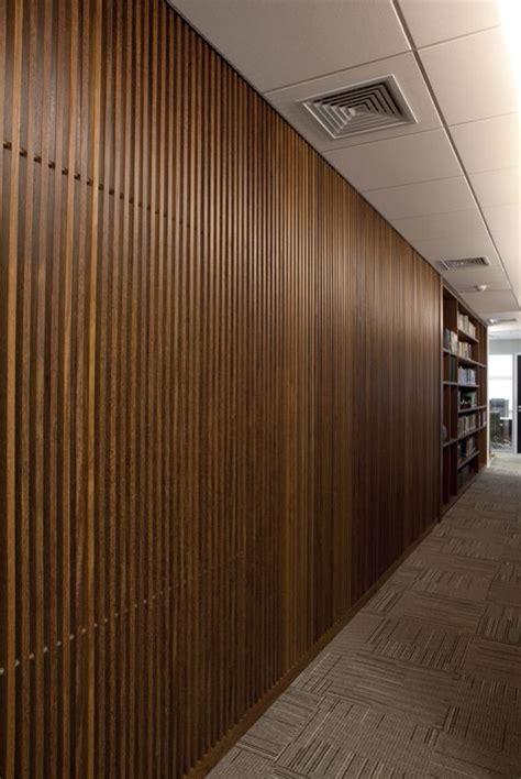Escritório de advocacia, painel de madeira, circulação x