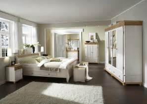 schlafzimmer wã nde gestalten schlafzimmer im landhausstil helsinki kiefer massiv