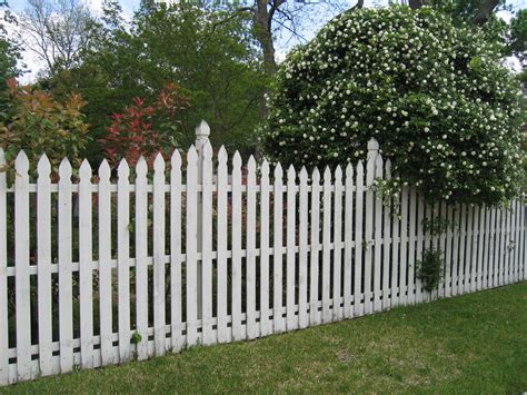 finding the right fence style for your yard
