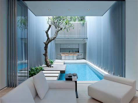 Swimming Pool in interior courtyard, Singapore   Interior