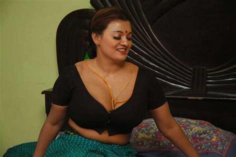 actress jennifer navel tamil actress jennifer spicy in saree stills beautiful