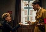 《兔嘲男孩》猶太人血統的希特勒 邱吉爾手勢視覺 極盡諷刺之能 爽翻觀眾影評 - Yahoo奇摩電影