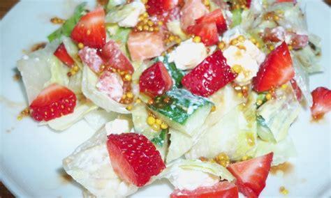 RECEPTE: Svaigi salāti ar zemenēm - Sievietēm - Māmiņu klubs