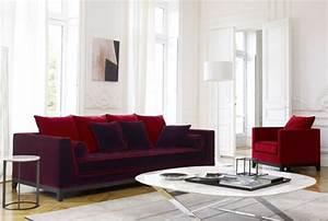 Sofa Sessel Kombination : roter sessel zieht die aufmerksamkeit auf sich ~ Michelbontemps.com Haus und Dekorationen